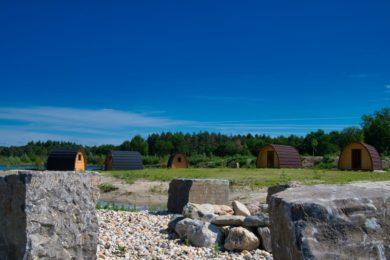 Kampvuurplek met uitzicht op de Podhouses